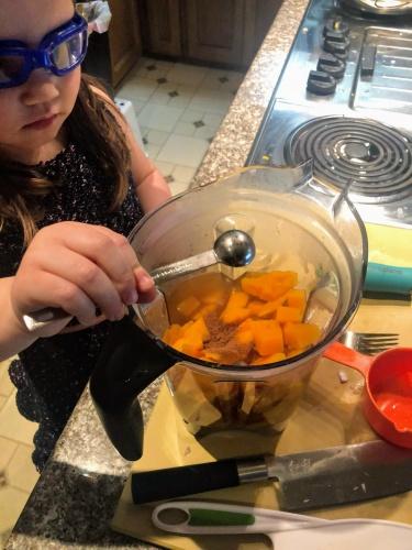 Filling blender for soup