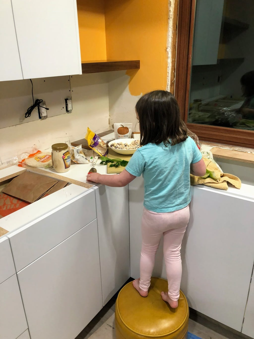 Child making no cook recipes
