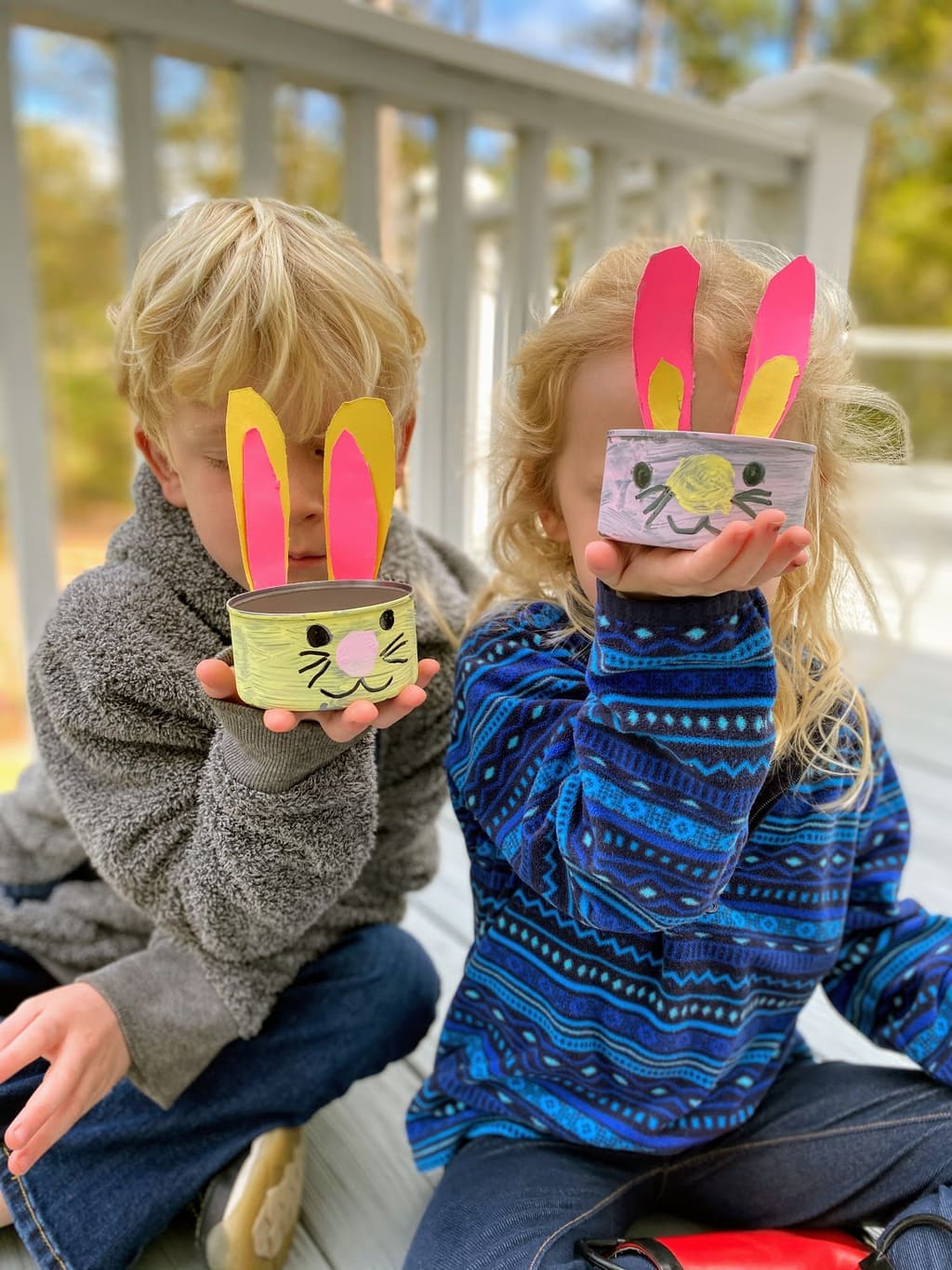 kids holding bunny dishes