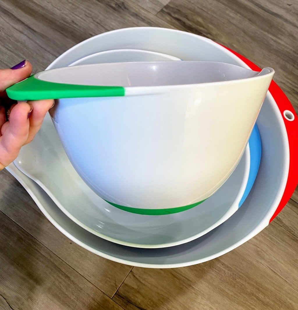 three white nesting bowls