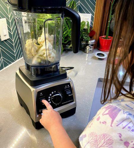 Child ricing cauliflower in Vitamix