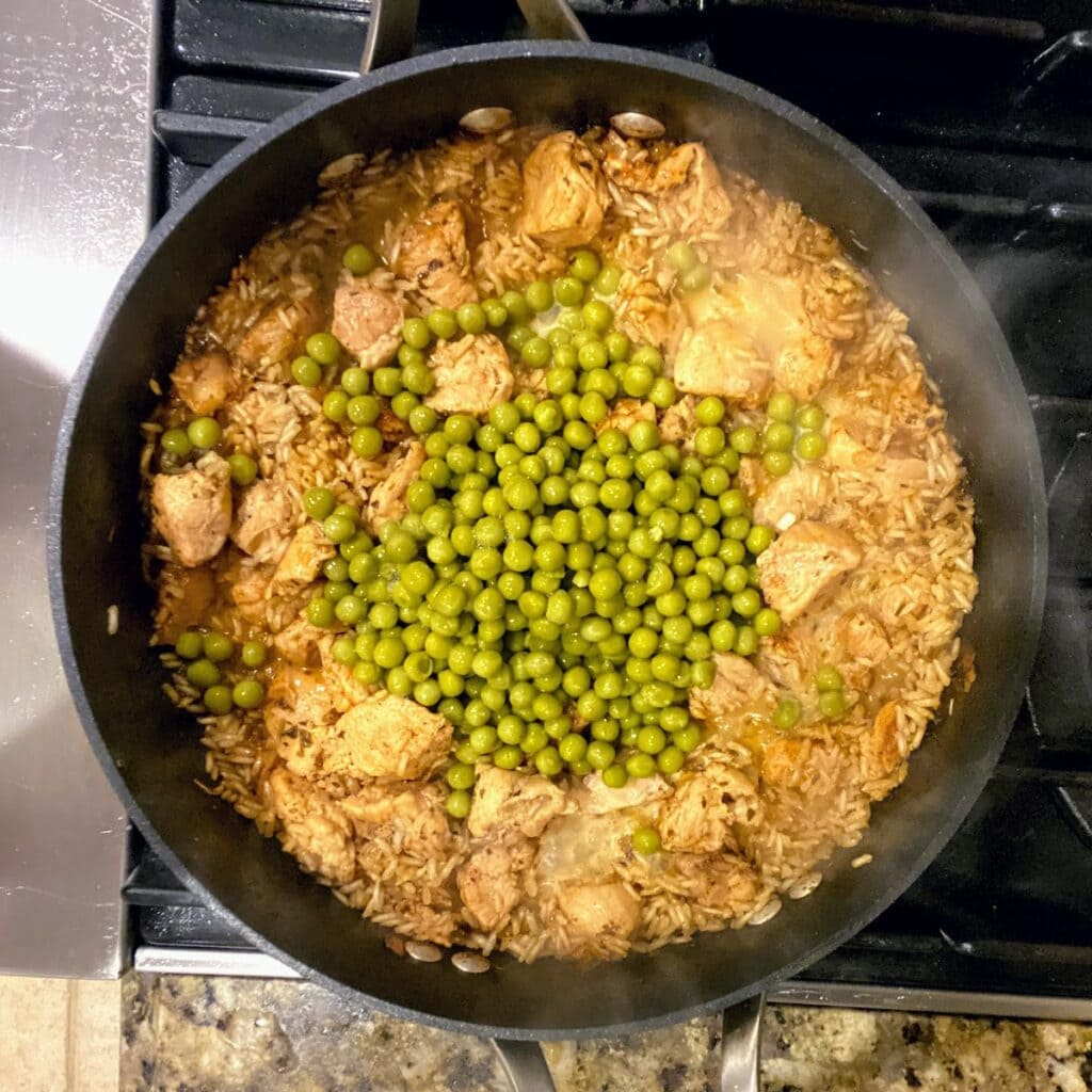 green peas in skillet with rice and chicken